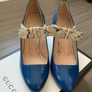 Gucci Mary Janes - leather with snake detail